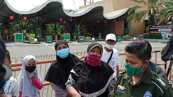 Kekecewaan pengunjung tak bisa masuk Taman Impian Jaya Ancol yang ditutup sementara Sabtu (15/5/2021) hingga Senin (17/5/2021) lusa.