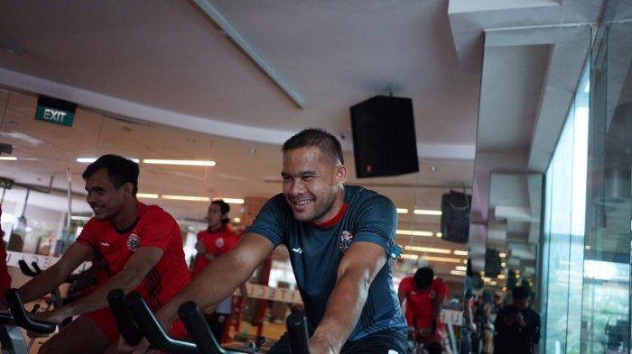 Andritany Ardhiyasa, Rezaldi Hehanussa dan pemain Persija Jakarta lainnya menjalani latihan di salah satu pusat kebugaran pada Selasa (25/2/2020).