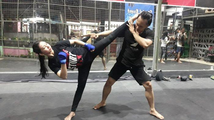 Pekerjaannya Penuh Resiko, Pesan Anggi di Hari Kartini: Perempuan Bisa Loh, Jadi Stuntwoman!