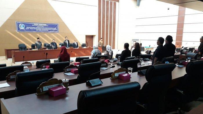 Rapat Paripurna di Gedung DPRD Tangsel Sepi, Anggota Dewan Ada yang Tidur
