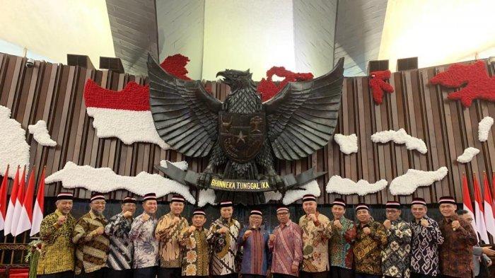 Seluruh Anggota Fraksi PKS DPR RI Pakai Batik dan Pita Merah Putih, Ini Simbolnya