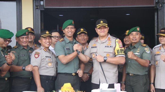 Peringati HUT Bhayangkara, Anggota Kodim 0503/JB Geruduk Mapolres Jakarta Barat