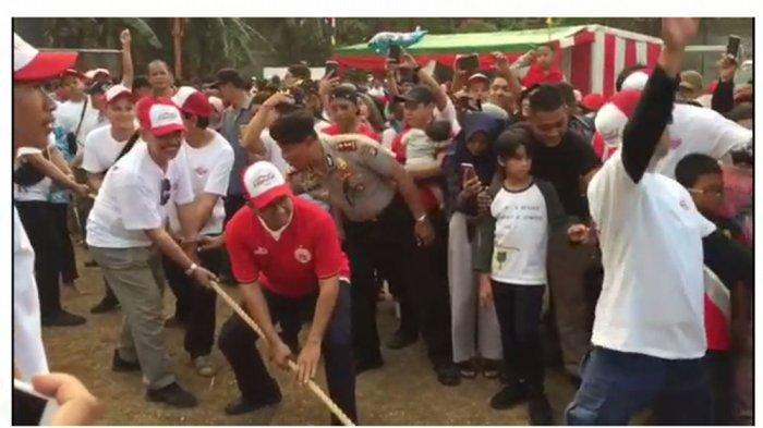 Meriahkan HUT ke-74 RI, Gubernur Anies Ikut Lomba Tarik Tambang