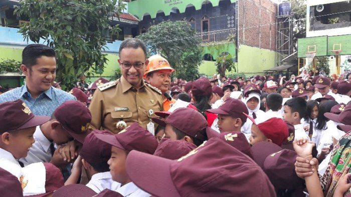 Gubernur Anies Bantu Siswa Tak Lolos PPDB yang Orangtuanya Jadi Penerima Bansos Masuk Sekolah Swasta
