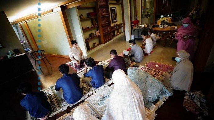 Cerita Anies Rayakan Iduladha Bareng Keluarga di Tengah Covid-19:Anak Ketiga Unjuk Gigi Beri Khotbah