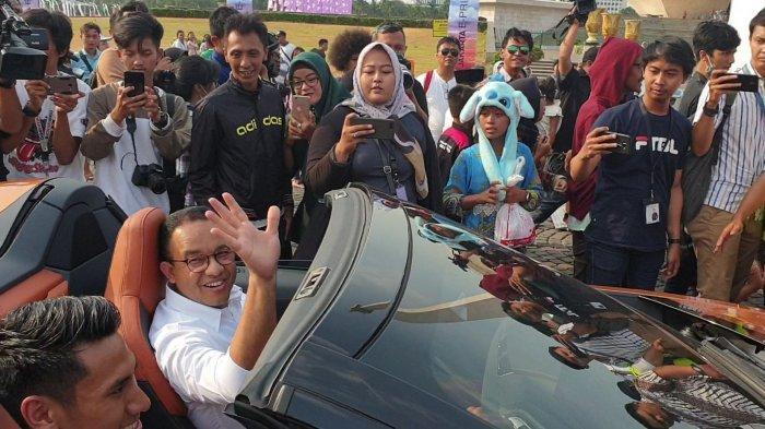 Konvoi Mobil Listrik dari GBK ke Monas, Gubernur Anies Duduk di Sebelah Pembalap Sean Gelael