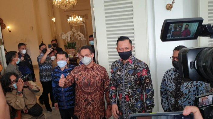 Momen saat Gubernur DKI Jakarta Anies Baswedan menyambut Ketum Partai Demokrat Agus Harimurti Yudhoyono (AHY) di Balai Kota, Kamis (6/5/2021).