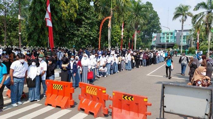 Vaksinasi Pelajar Kota Tangerang Membludak, Dalam 90 Menit Ada 1.100 Orang Disuntik