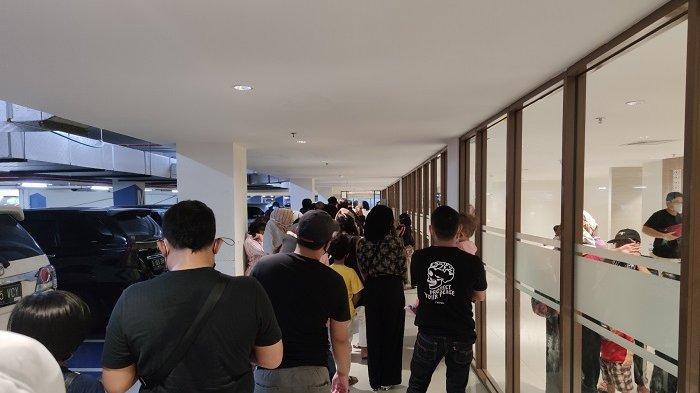 Pengunjung Membludak, Antrean Masuk Mall di Sawangan Mengular Hingga Lebih dari 20 Meter