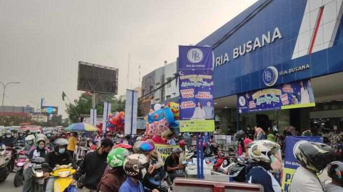Akhir Pekan, Pengunjung Padati Pusat Perbelanjaan di Kota Depok