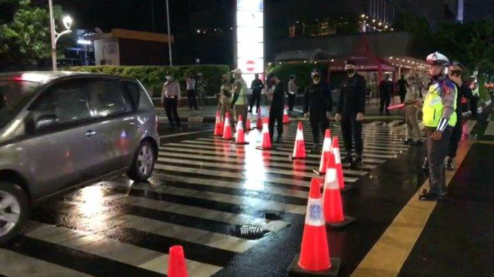 Aparat Gabungan Sudah Tutup Sejumlah Jalan Utama di Jakarta Menjelang Tahun Baru 2021