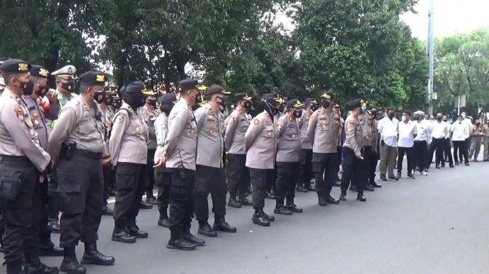 1.849 Polisi Siaga Jelang Sidang Dakwaan Rizieq Shihab di PN Jaktim, Simpatisan Diimbau Tak Datang
