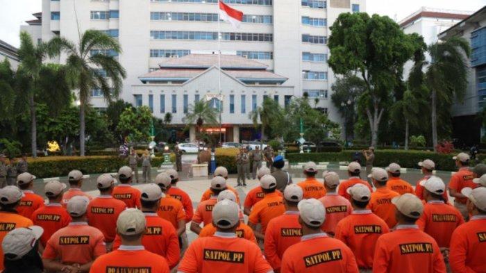 60 Satpol PP DKI Jakarta Latihan Selam di Kepulauan Seribu