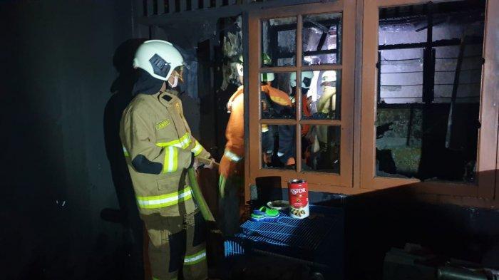 Rumah Kontrakan & Motor di Condet Terbakar saat Ditinggal Pemilik, Kerugian Diperkirakan Rp100 Juta