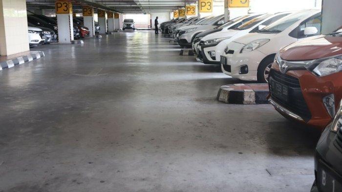 Kendaraan yang Belum Lulus Uji Emisi Harus Parkir di Lantai Paling Atas Gedung Wali Kota Jakut