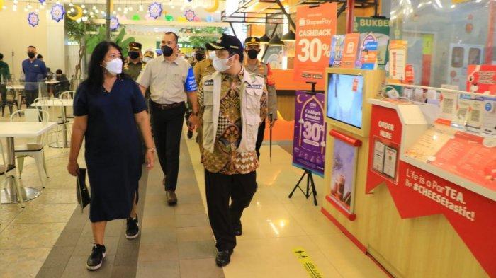 Wali Kota Tangerang, Arief R Wismansyah bersama Forkopimda melakukan tinjauan ke Tangcity Mall lantaran, viral pengunjung berdesak-desakan saat akhir pekan kemarin, Senin (3/5/2021).