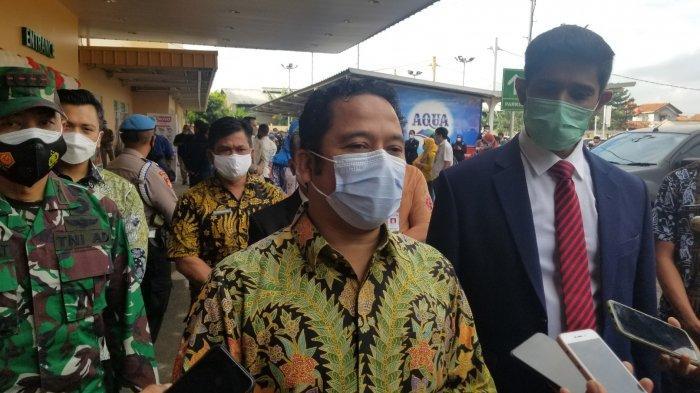 Wali Kota Tangerang Arief R Wismansyah saat menghadiri pembukaan Lulu Hypermarket di Cimone, Kecamatan Jatiuwung, Kota Tangerang, Kamis (25/3/2021).