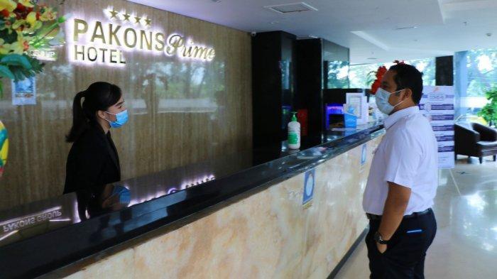 Wali Kota Tangerang, Arief R Wismansyah saat meninjau Pakons Prime Hotel sebagai Rumah Isolasi Terkonsentrasi (RIT) di Jalan Daan Mogot, Kota Tangerang, Rabu (30/12/2020).