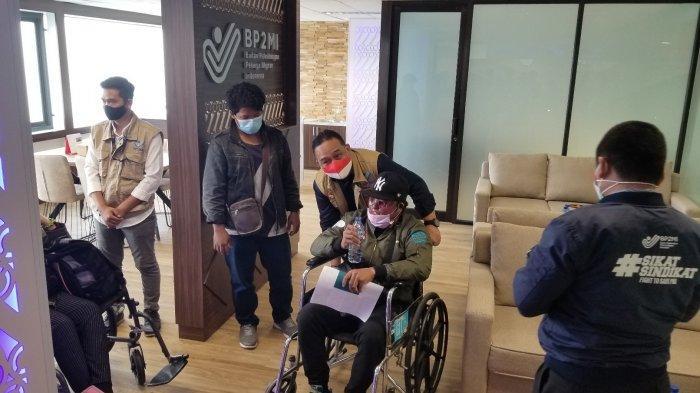 Arif Hidayat seorang Pekerja Migran Indonesia (PMI) asal Cilacap yang menderita luka bakar sebanyak 47 persen di Taipei dan sudah dipulangkan ke Indonesia melalui Terminal 3 Bandara Soekarno-Hatta oleh BP2MI, Jumat (19/2/2021).