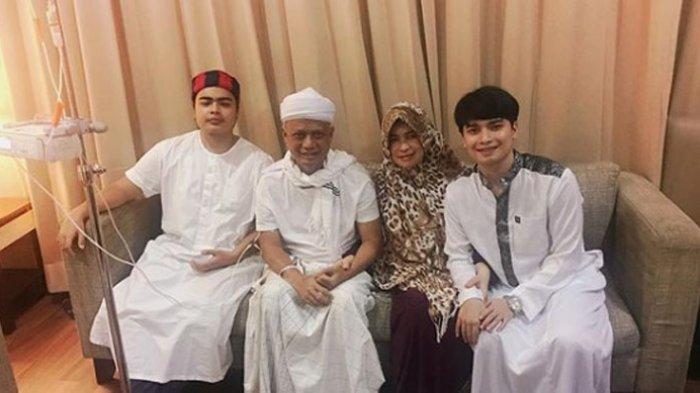 Pakai Jubah Mendiang Ustaz Arifin Ilham, Alvin Faiz Kaget Temukan Benda Ini Disaku: Hatiku Bergetar