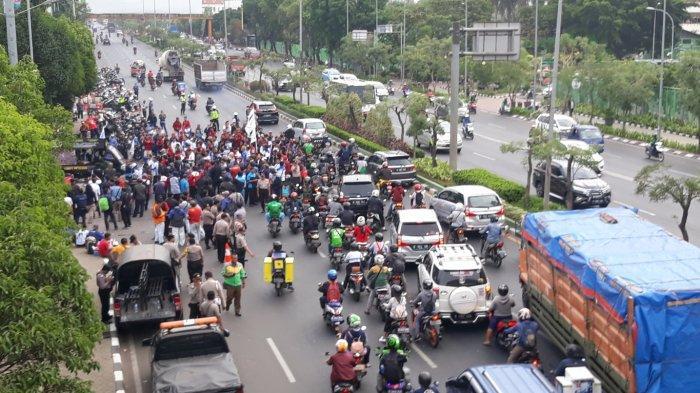 Hari Ini, 30 Ribu Buruh Bakal Berunjuk Rasa di Gedung DPR-MPR RI