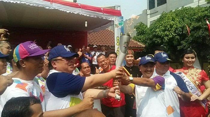 Tiba di Kelurahan Tanah Sereal, Peserta Kirab Obor Asian Games Disambut Tarian Tradisional