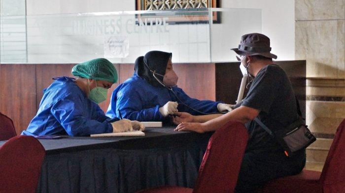 Atlet kontingen DKI tiba di Jakarta dan segera isoter di Hotel Grand Cempaka, Jakarta Pusat