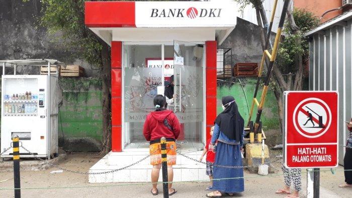 Diserbu Warga Ambil BST, ATM Bank DKI di Pasar Ciracas Sempat Alami Gangguan