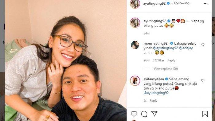 Ayu Ting Ting memamerkan kemesraannya dengan sang kekasih Adit Jayusman.