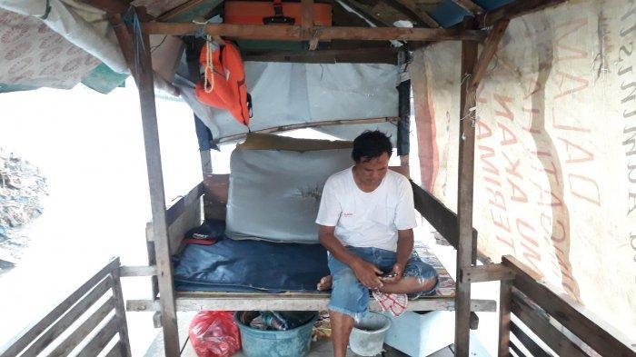 Menengok Perahu Eretan Milik Azis di Sungai Ciliwung yang Disulap Jadi Rumah Tinggal