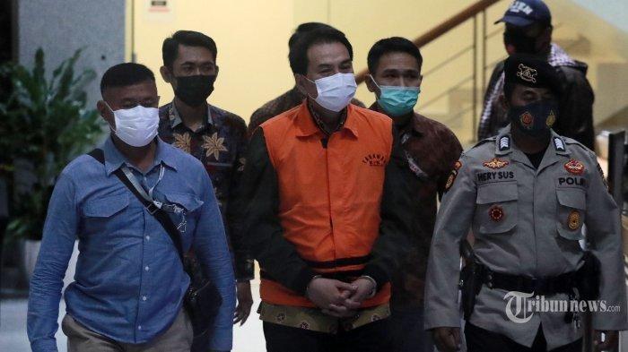 Andil di Pemilihan Komisioner KPK 2019, Kini Azis Syamsuddin Tundukan Kepala di Belakang Kursi Firli
