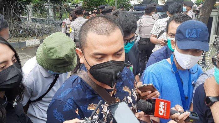 Polisi Temukan Atribut FPI Saat Penangkapan Terduga Teroris, Pengacara Rizieq: FPI Sudah Bubar