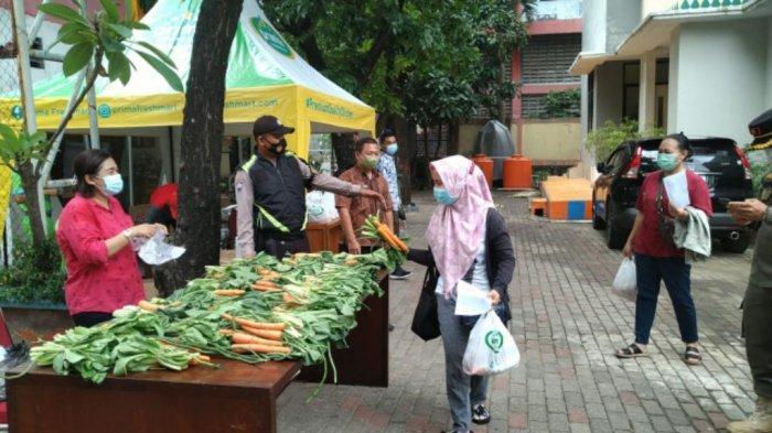 Kelurahan Ancol Bagikan Sayuran dan Sembako Bagi Warganya yang Mau Divaksin Covid-19