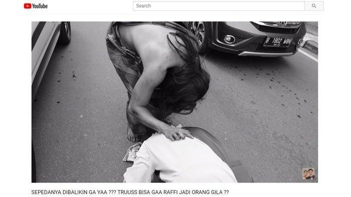 Badut Pengamen Takjub dengan Baim Wong, Sampai Berlutut di Jalanan Padat