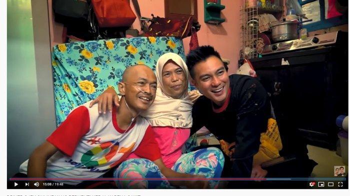 Baim Wong Nangis Bantu Driver Ojol yang Sakit Parah: Makan Seadanya Pakai Garam