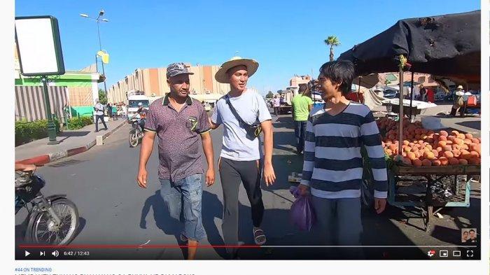 Bantu Penjual Buah di Maroko, Baim Wong Sampai Menangis: Saya Orangnya Sensitif Banget