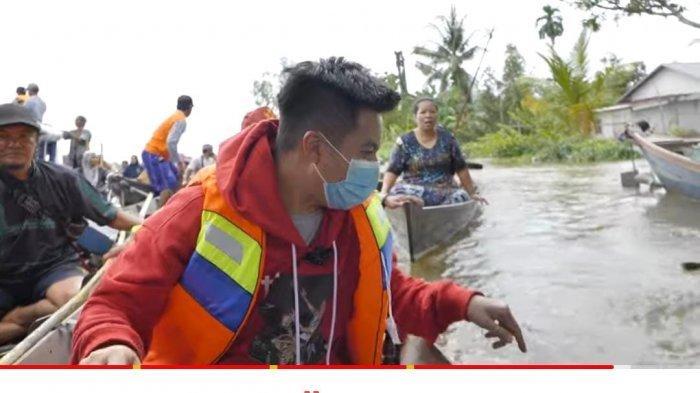 Datangi Korban Banjir di Kalimantan Selatan, Baim Wong Panik Alami Kejadian Tak Terduga: Aduh