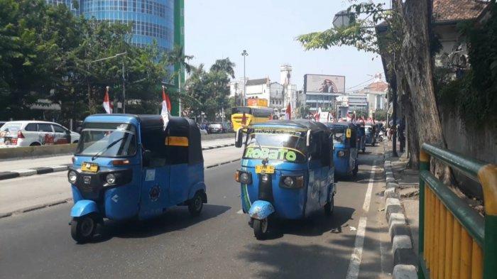 Tak Bisa ke Seberang Istana, Puluhan Sopir Bajaj Relawan Jokowi-Maruf Konvoi Keliling Kota