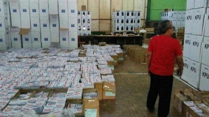 H-6 Pemilu 2019, PPK dan PPS Pesanggrahan Sibuk Pindahkan Surat Suara ke Kotak Suara