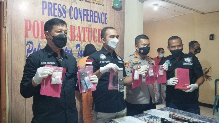 Polres Metro Tangerang Kota dan Polsek Batuceper melakukan ungkap kasus penangkapan bandar narkoba dengan barang bukti 180 gram narkotika jenis sabu, Rabu (19/5/2021).