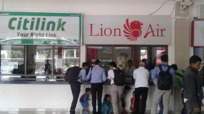 Ratusan Penumpang Lion Air Menumpuk di Bandara Fatmawati Usai Insiden Sayap Pesawat Tabrak Tiang