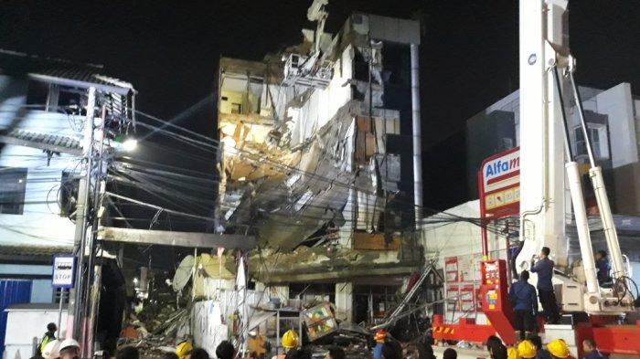 UPDATE Perobohan Gedung 4 Lantai di Palmerah - Dua Jam Evakuasi, Lantai Empat Berhasil Dirobohkan