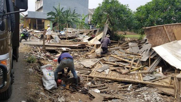 Pedagang Pasrah Belasan Bangunan Semi Permanen di Tangerang Dibongkar Satpol PP
