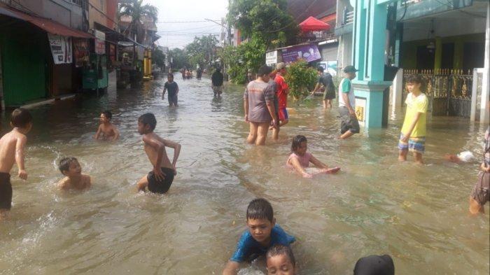 Banjir Tinggi di Ciledug Indah Mulai Surut, Sebagian Warga Mulai Kembali ke Rumahnya