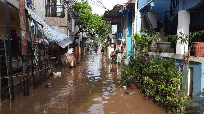 Khawatir Banjir Menerjang, Cerita Warga Cipinang Melayu Tak Bisa Tidur Saat Hujan Deras Datang