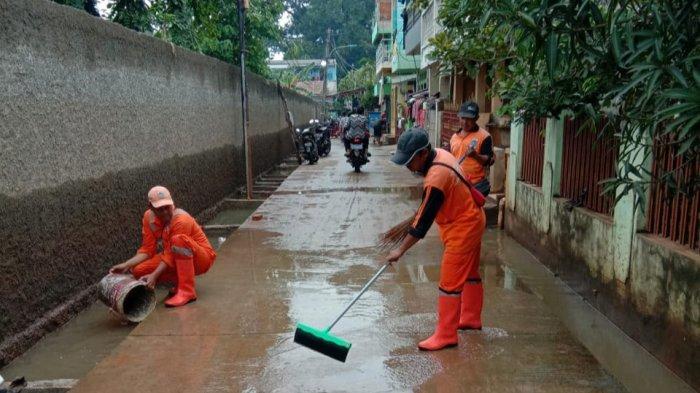 Banjir Surut, Warga Cipinang Melayu Tinggalkan Posko Pengungsian