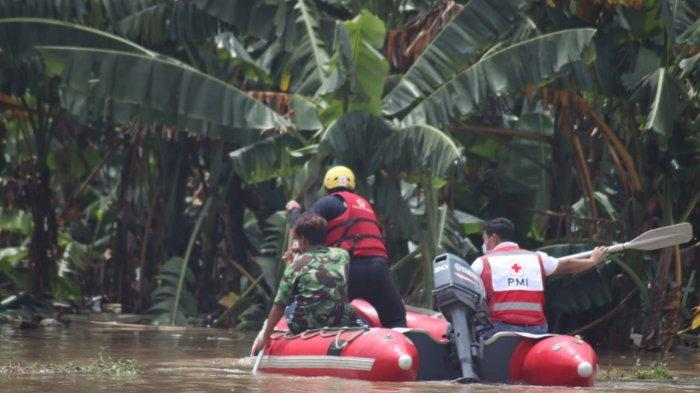 Banjir di Garden City dan Perumahan Total, Kota Tangerang yang masih tergenang banjir hingga 210 sentimeter karena pompa penyedot yang mati dikawasan tersebut, Minggu (21/2/2021).