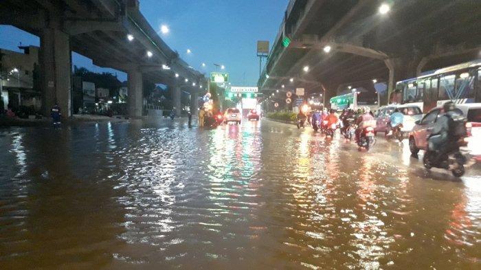 BREAKING NEWS Hujan Awal Tahun 2020 Akibatkan Banjir di Sejumlah Wilayah Jakarta