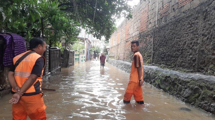 Banjir Mencapai 1 Meter, Sejumlah Warga di Halim Perdanakusuma Jakarta Timur Mulai Mengungsi