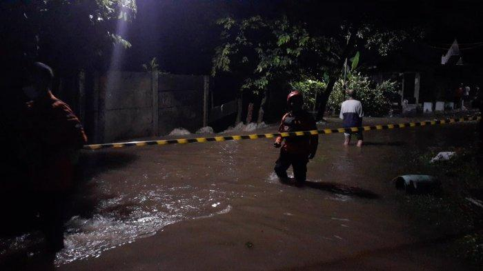 Banjir di Kompleks Nerada Estate, Cipayung, Ciputat, Tangsel, Sabtu (12/6/2021).